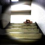 誰かおる-階段02b